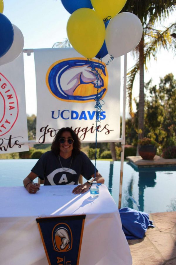 Mu%C3%B1oz+officially+commits+to+run+track+and+cross+country+for+UC+Davis.+